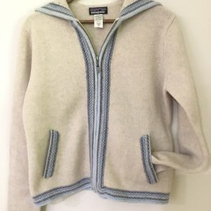 PATAGONIA cream with pale blue piping sz XL ZIP